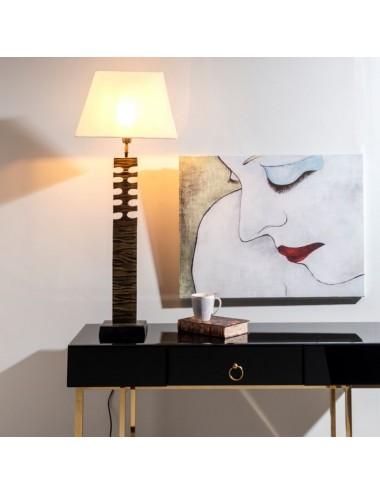 Lámpara de Sobremesa en Negro y Dorado con Pantalla Blanca, foto Ambiente